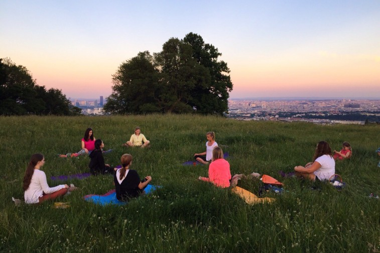 Full Moon Yoga Meditation, Bellevue Wiese